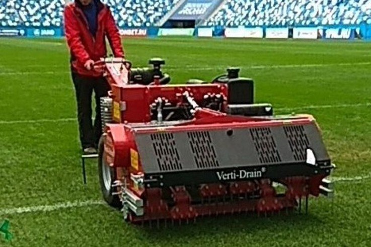 The-walk-behind-Redexim-Carrier-with-Verti-Drain-1513-aerator