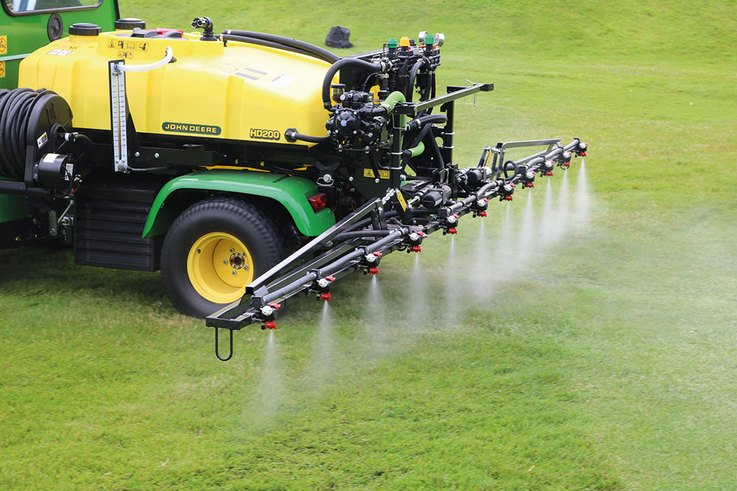 Wentworth-GC_John-Deere-sprayer.jpg