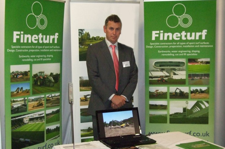 Simon Hutton, Fineturf