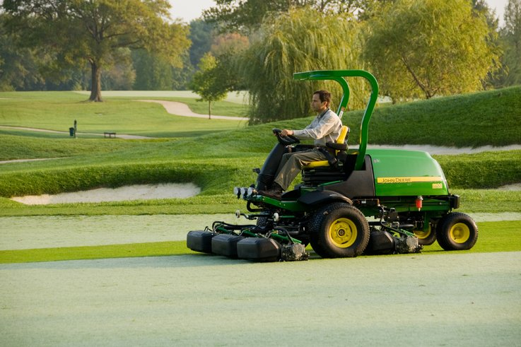 8500 E-Cut hybrid fairway mower.jpg