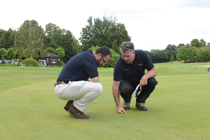 Daniel Lightfoot and Lee Strutt discuss turf health on greens