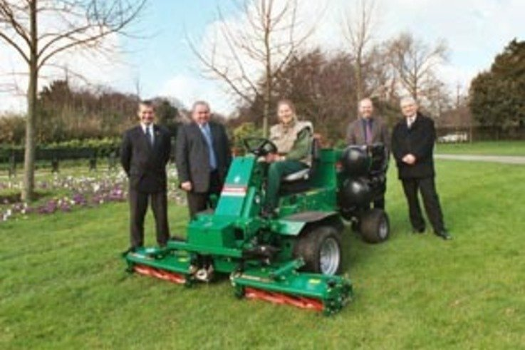 Royal Parks Director welcomes LPG powered mowers