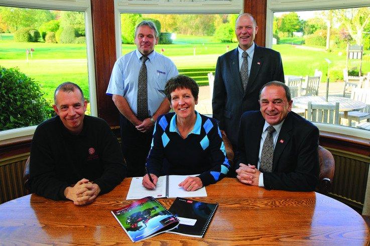 PR4159 Trentham GC agreement signing
