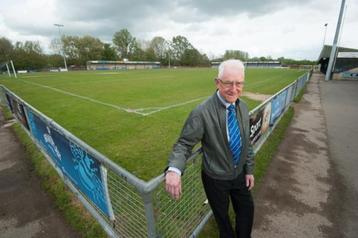 Brian Cox on the pitch.jpg.gallery