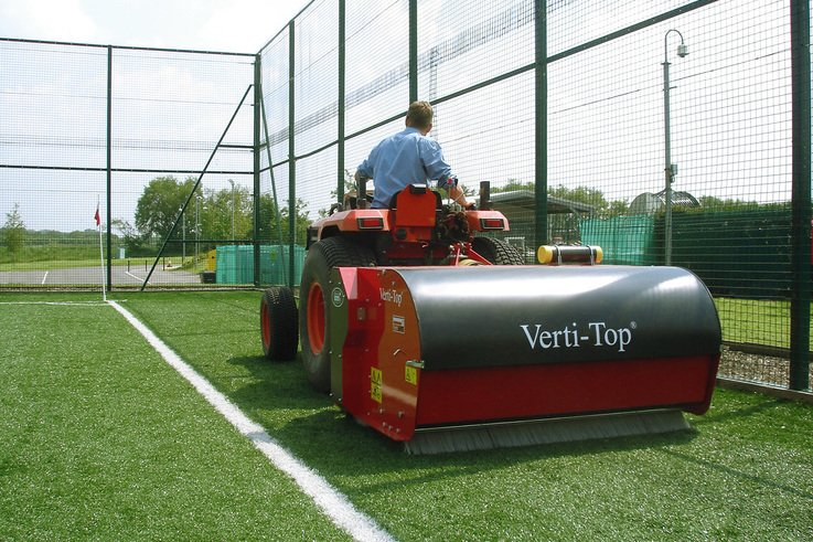 Verti-Top Cleans Up On Synthetics
