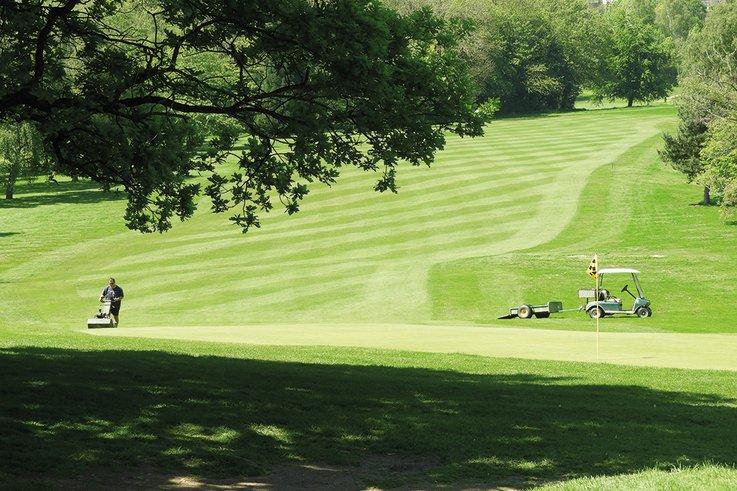 Worcestershire-Golf-Club_ped-mowing.jpg