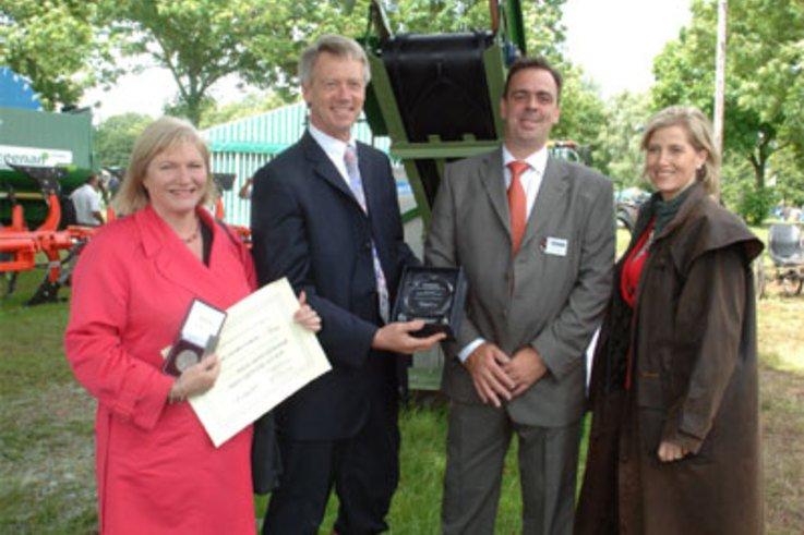 Shelton receive RASE Award