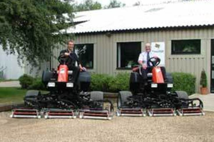 Super light fairway mowers for Kings Hill