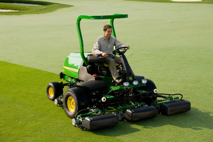 7500e E-Cut hybrid fairway mower.jpg