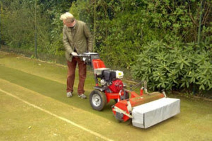 Problems with compacted sand in artificial turf?