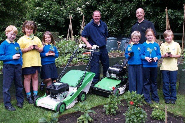 Steve Thorpe with children of Haworth Primary School.jpg