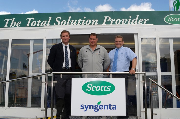 Top speakers talk turf on Scotts/Syngenta stand