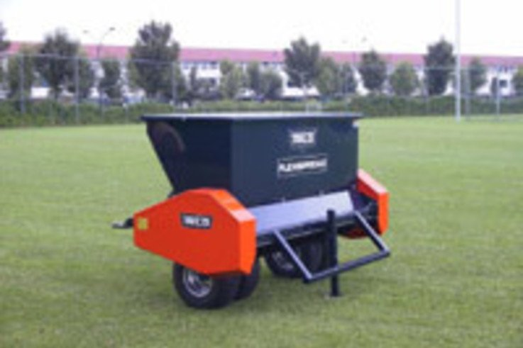 New range of scarifying and top-dressing machines