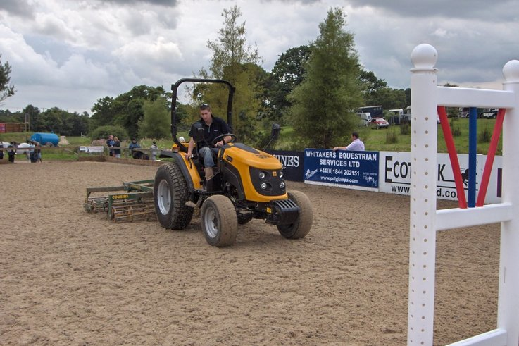 JCB Groundcare jumps to the rescue at Hickstead