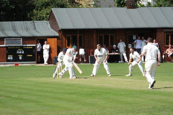 Westgate-on-Sea Cricket Club - The umpire strikes back!