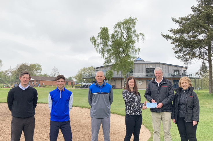 Mansfield Sand present cheque to GolfHealth project.jpg