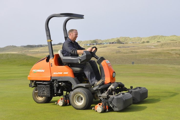 Head greenkeeper Gavin Playford with the Jacobsen Eclipse 322