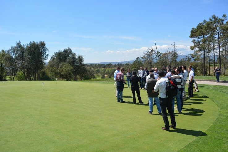 Instruction on application of Aqua Aid and effects on mositure at PGA Catalunya Golf Course  (1024x683)