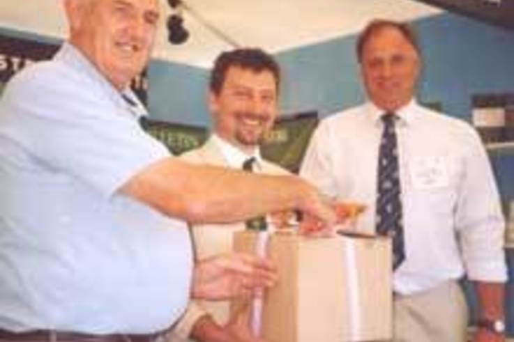 Nominations open for Unsung Heroes 2004