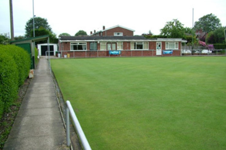 Indoor and outdoor surfaces for bowls