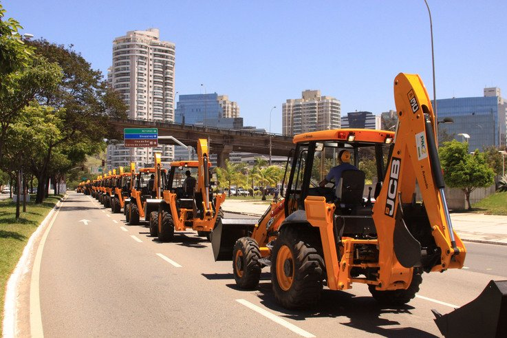 JCB has won an order for 1,000 backhoe loaders in Brazil