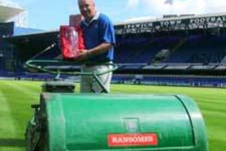 Alan Ferguson - Division 1 Groundsman of the Year