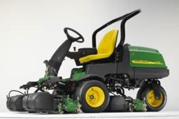 John Deere hybrid greens mower is Industry first
