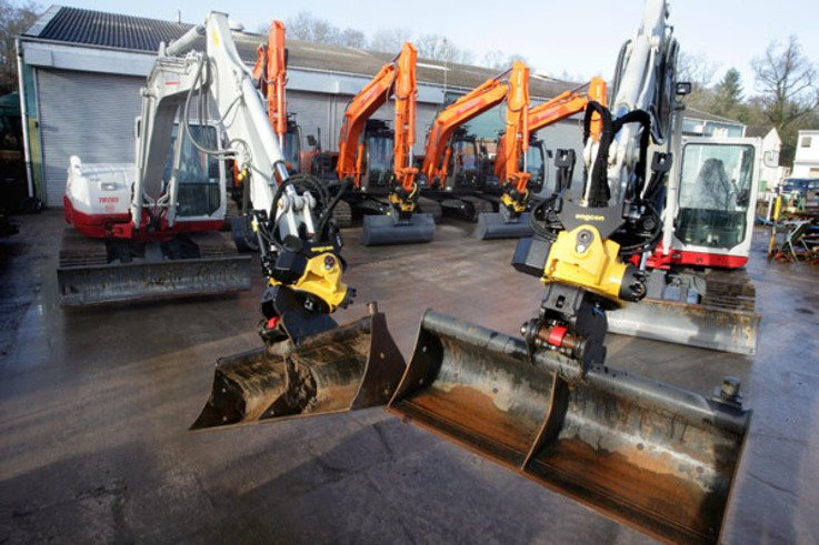 New Hitachi & Takeuchi Excavators   LR