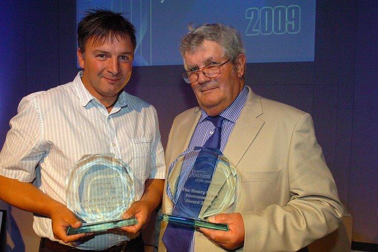 Nigel Wyatt and Mike Abbott with their trophies - Picture courtesy Salisbury Newspapers www.journalphotos.co.uk.JPG