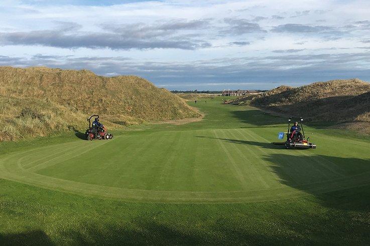 Island-Golf Mowing-green