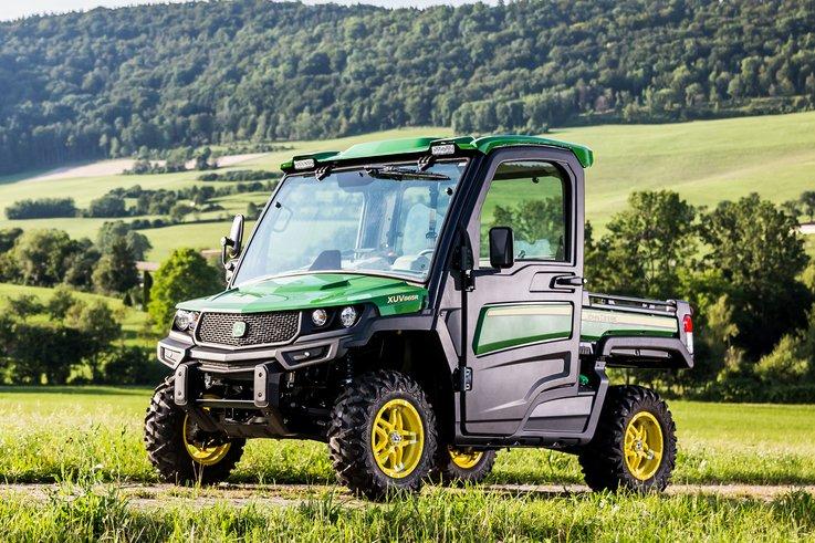 John Deere XUV 865R Gator Utility Vehicle