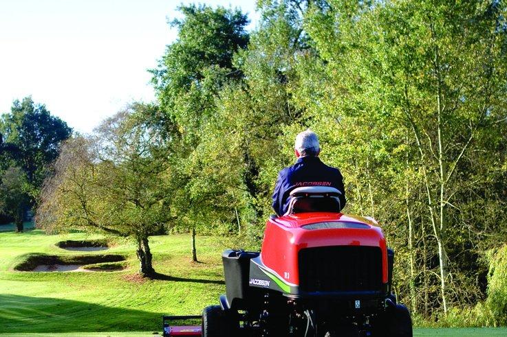 Unique rear roller brushes on Jacobsen TR3 delights customer