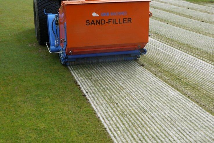 BLEC\'s new GKB Sandfiller in action.