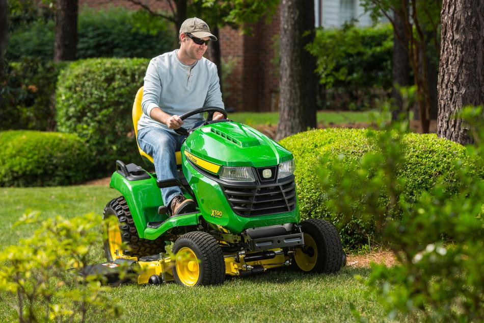 John Deere X590 Multi Terrain lawn tractor A