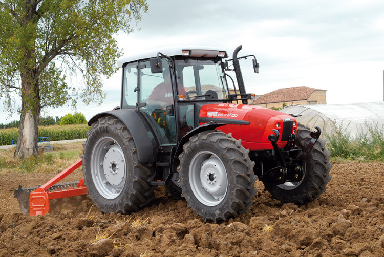 Same Tractor Models : Two new tractor models from same deutz fahr uk pitchcare