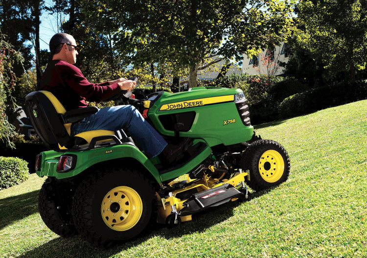 John Deere launches new X700 diesel lawn tractors   Pitchcare Articles