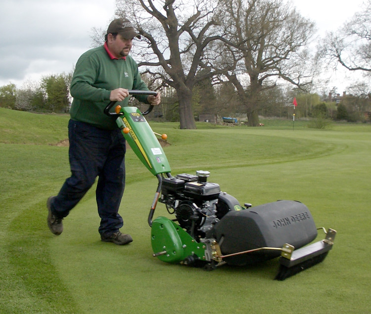 Precision cutting for greens | Pitchcare Articles