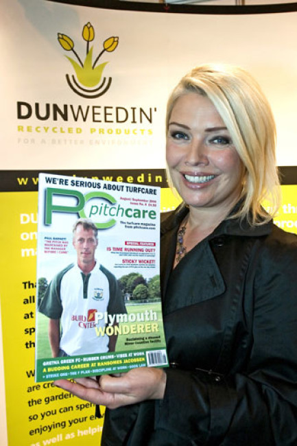 star kim wilde has announced a partnership to work with dunweedin the company behind a range of revolutionary recycled products for your garden - Wilde Garden