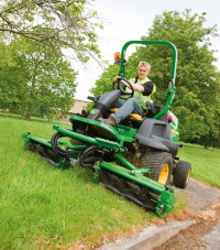 8400 Commercial mower A.jpg