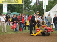 Gary Mumby demonstrates the BLEC Turfmaker seeder in Germany   Copy