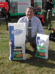David Jenkins with Viano Bio-Lime and Recovery at IOG Saltex 09.JPG