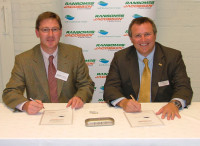 (L-R) Jonathan Smith, Chief Executive of GEE and David Withers, Managing Director of Ransomes Jacobsen International