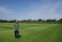 Andy Lloyd on training pitch.JPG
