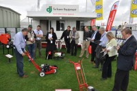 David Jenkins demonstrates the Bushranger Edger at the IOG Saltex press conference 2010.JPG