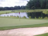 mary-golfclub.jpg