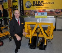 BLEC\'S GARY MUMBY WITH THE NEW TWO LEG GRAVEL BANDER AT BTME 2013 DSC 0203   Copy