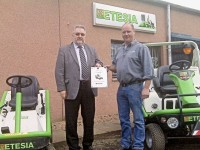 Ken Wallace (R) receives his award from Etesia UK MD Patrick Vives (L).JPG