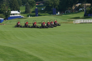 Fox Chapel Golf Club synchronised mowers