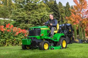 John Deere X950R lawn tractor (00000002)