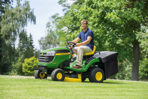 X135R lawn tractor C